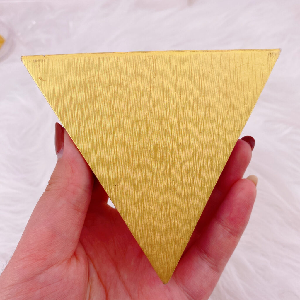 Triangle eyelash packaging 132